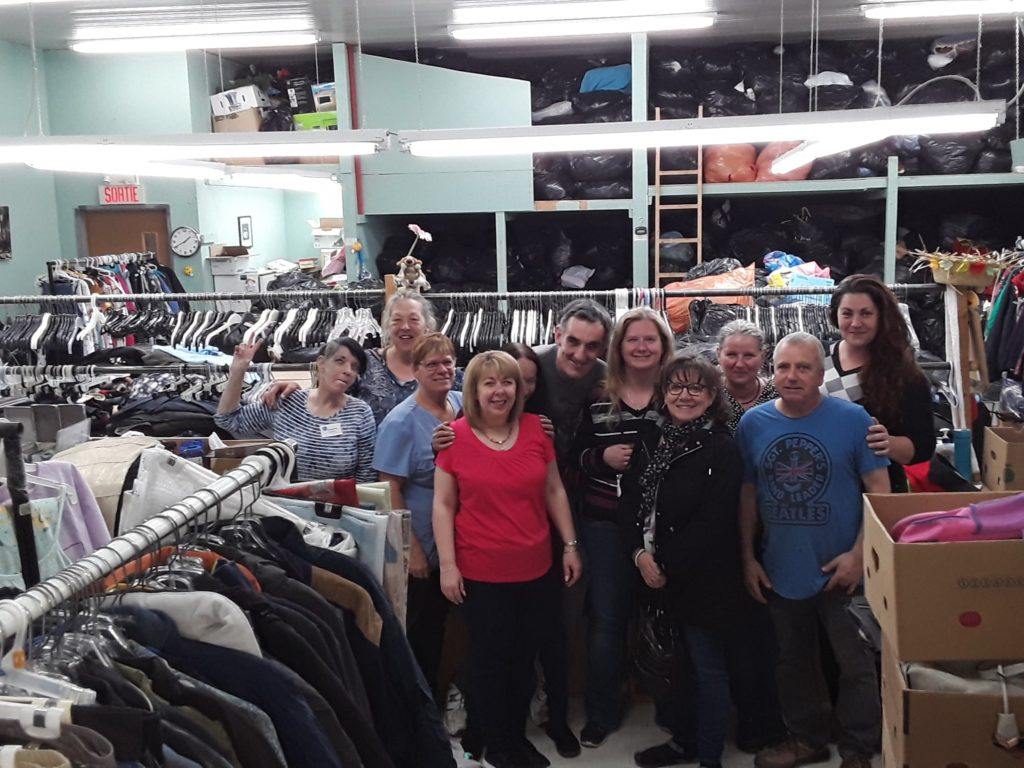 Une formation LSQ #1 (Langue des signes québécoise) fut offerte aux bénévoles et employés des magasins de la Société Saint-Vincent de Paul de Joliette